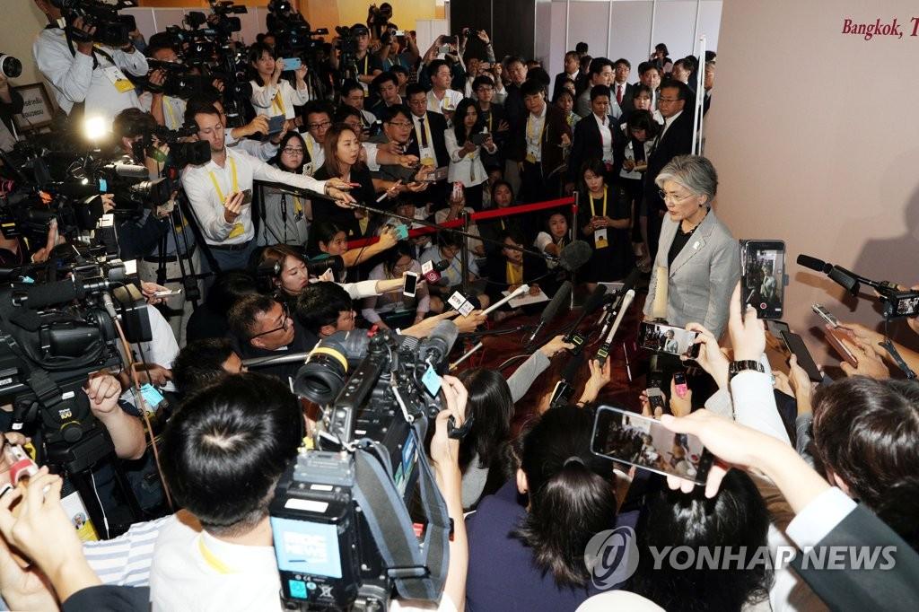 韩国外长康京和接受媒体采访 韩联社
