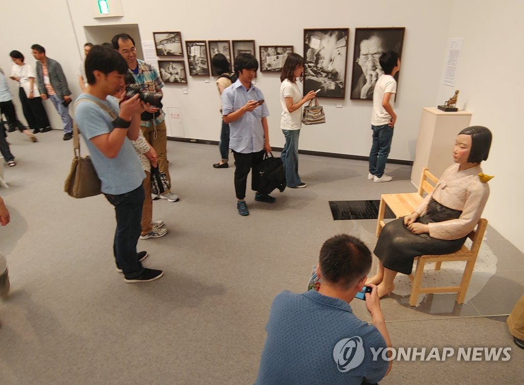 韩文艺委对日本三年展叫停和平少女像展览表遗憾