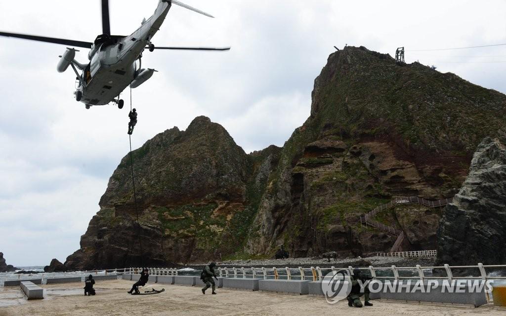 资料图片:2013年10月韩军实施的独岛防御演习现场照 韩联社