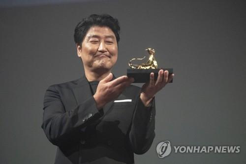 宋康昊获洛迦诺电影节卓越奖