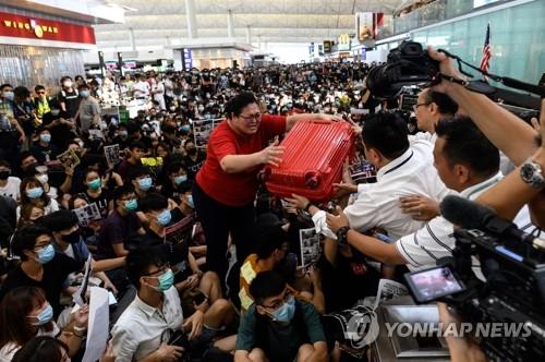 韩国游客再度受困香港机场