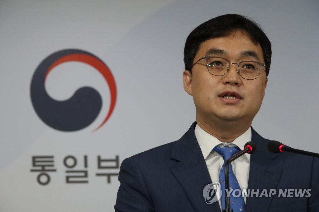 8月16日,在韩国中央政府首尔办公楼,统一部副发言人金银汉在记者会上发言。 韩联社