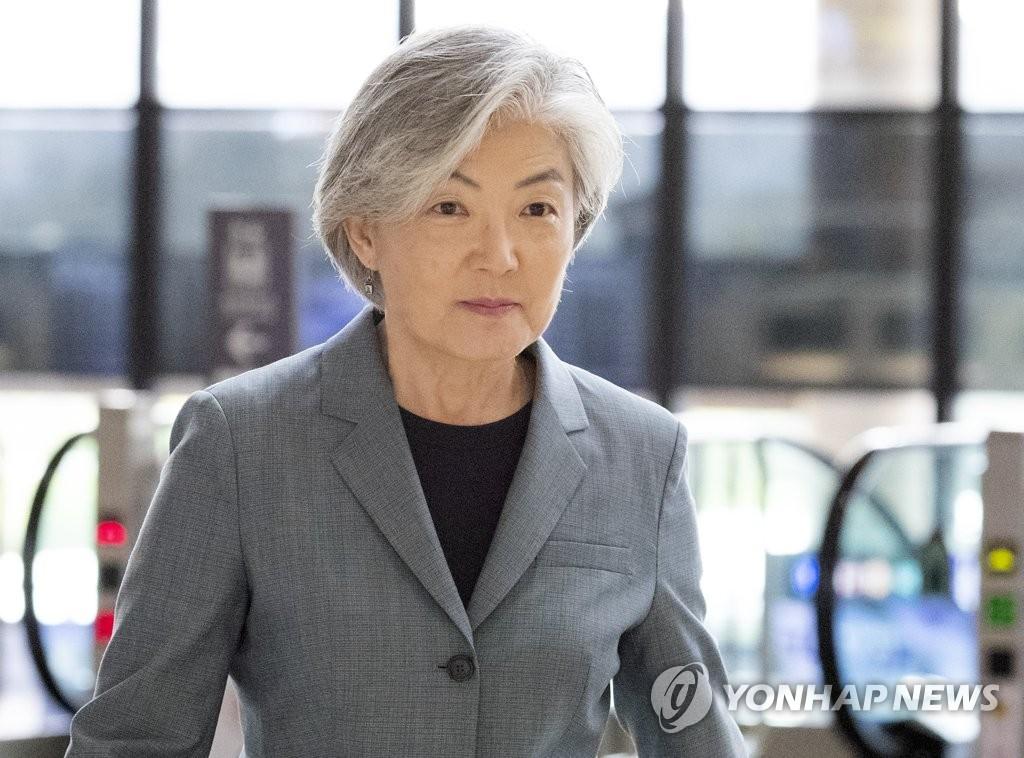 韩外长在京与韩企代表座谈