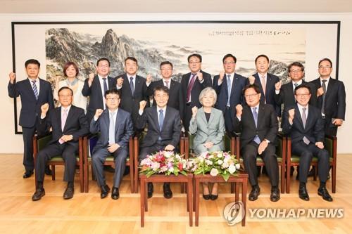 韩外长与驻华韩企代表座谈