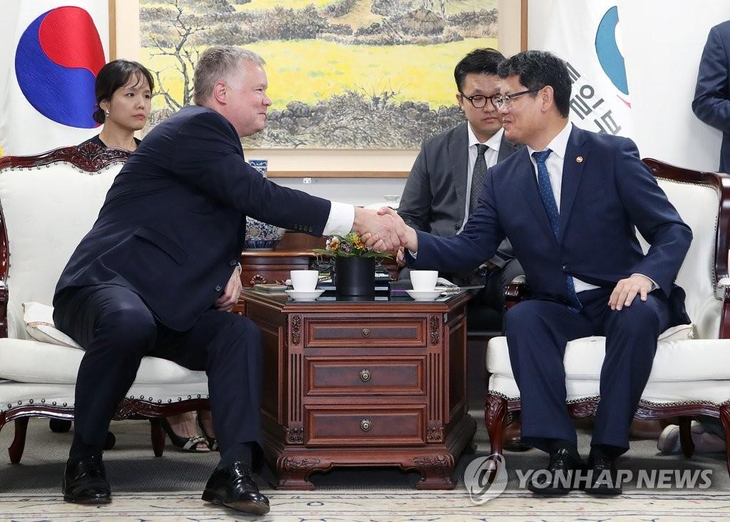 韩国统一部长官会见美对朝代表