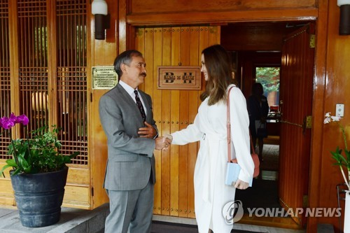 安吉丽娜·朱莉与美驻韩大使