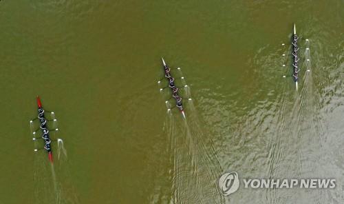 名校赛艇竞逐