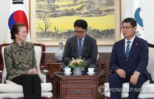 韩统一部长会见联合国儿童基金会执行主任