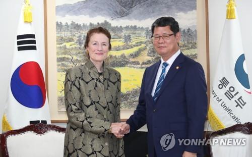 韩统一部长会见UNICEF执行主任