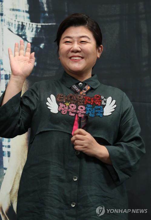 演员李静恩