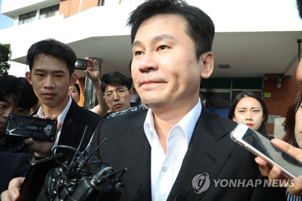梁铉锡涉嫌境外赌博再次到案受讯