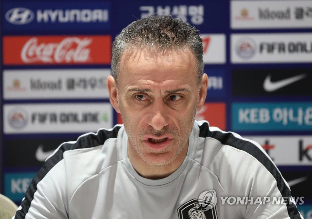 资料图片:韩国男足主教练保罗·本托 韩联社