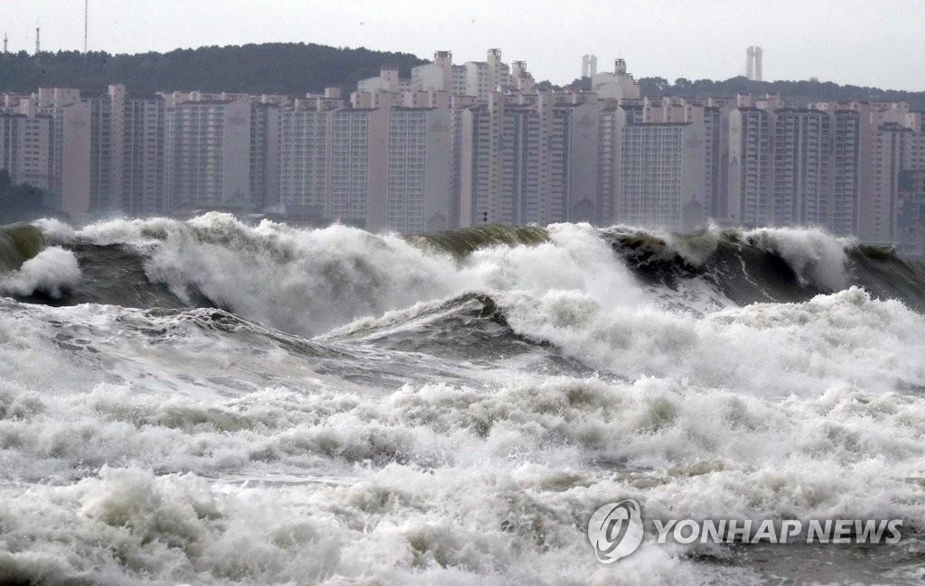 """台风""""米娜""""将来袭 今年台风登陆数达历史最高水平"""