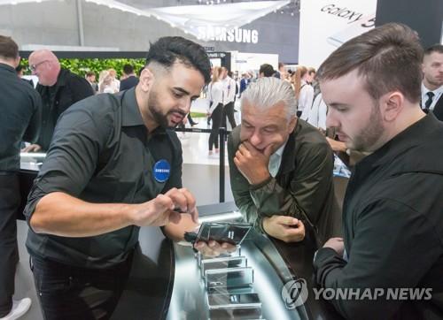 三星LG在柏林电子展竞相推介折叠屏手机