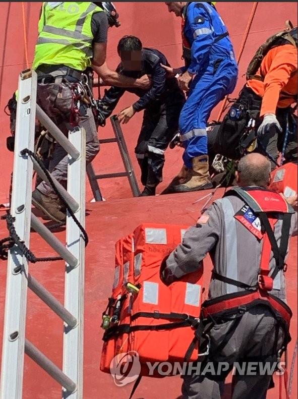 在美遇险韩船3名韩国人获救 另1人仍被困船舱