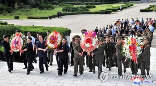 朝鲜中秋节祭扫烈士陵