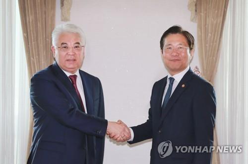 韩产业部长会见哈萨克斯坦外长