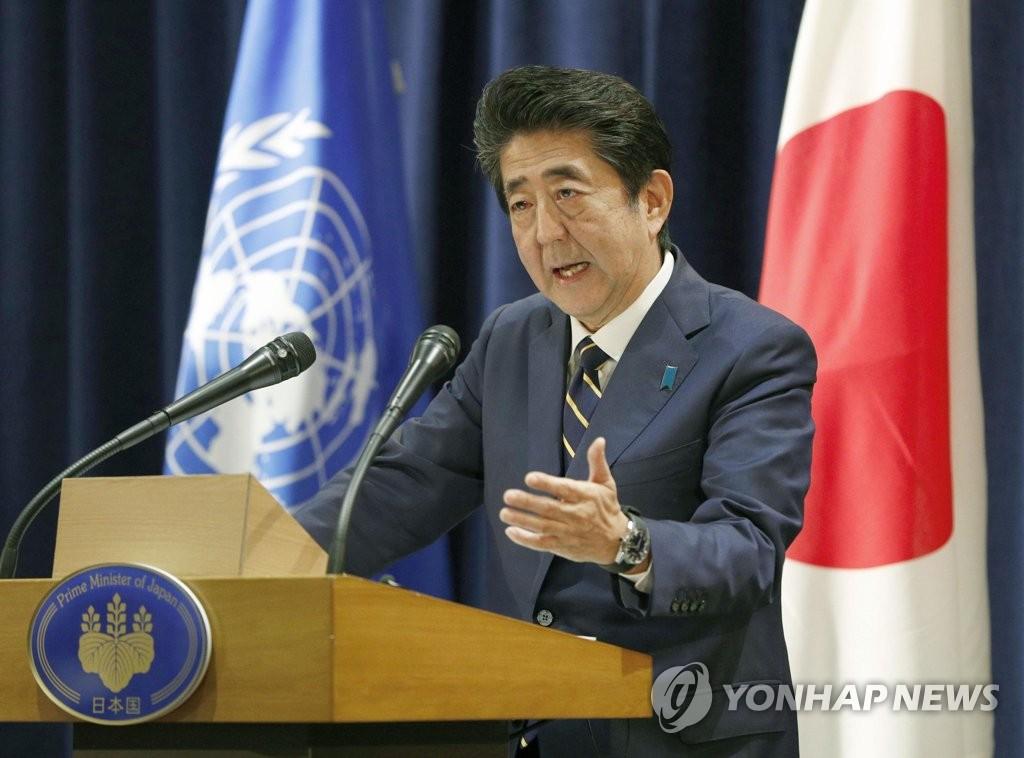 当地时间9月25日,在纽约,日本首相安倍晋三在记者会上发言。韩联社