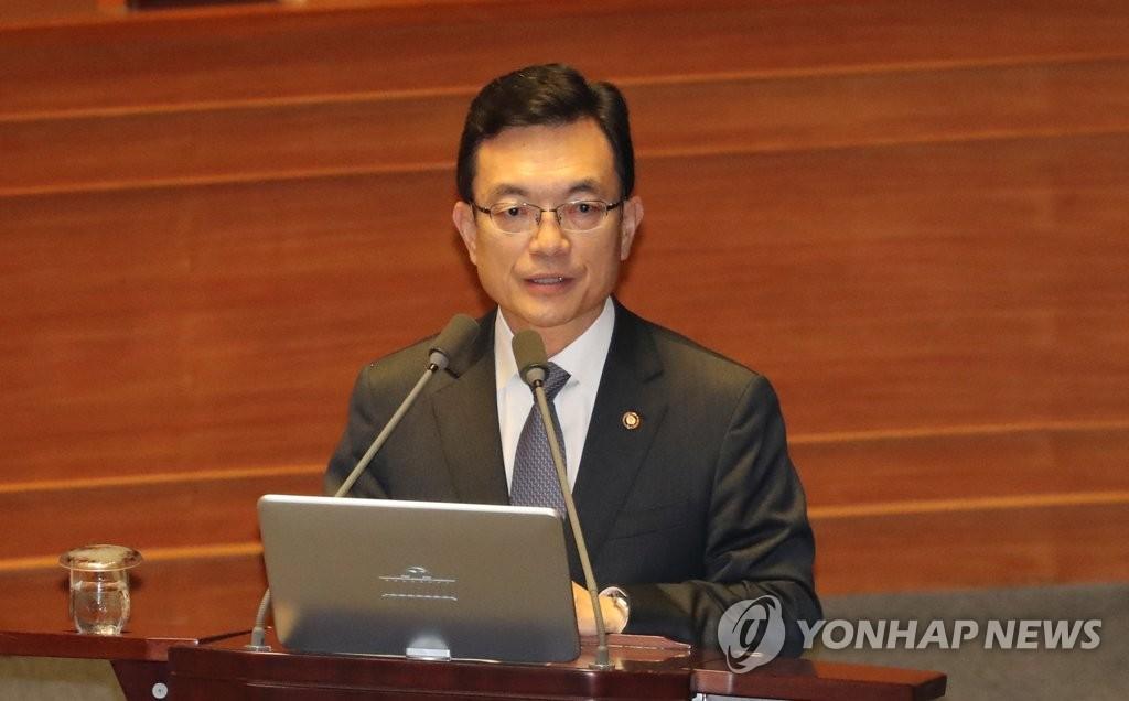 9月27日下午,在国会全会上,赵世暎回答议员质询。 韩联社