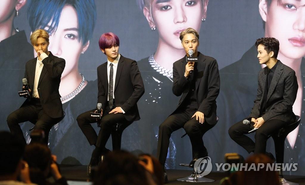 资料图片:2019年10月2日,歌手泰民(左一)出席在首尔举办的跨界男团SuperM的新歌发布会。 韩联社