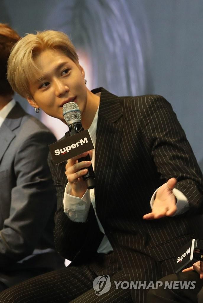 10月2日,在首尔,泰民出席新专辑抢听会。 韩联社