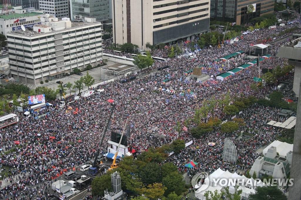 资料图片:2019年10月3日开天节光化门广场集会现场 韩联社