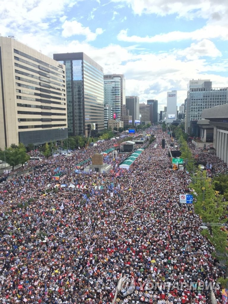 韩民众集会要求法务部长下台