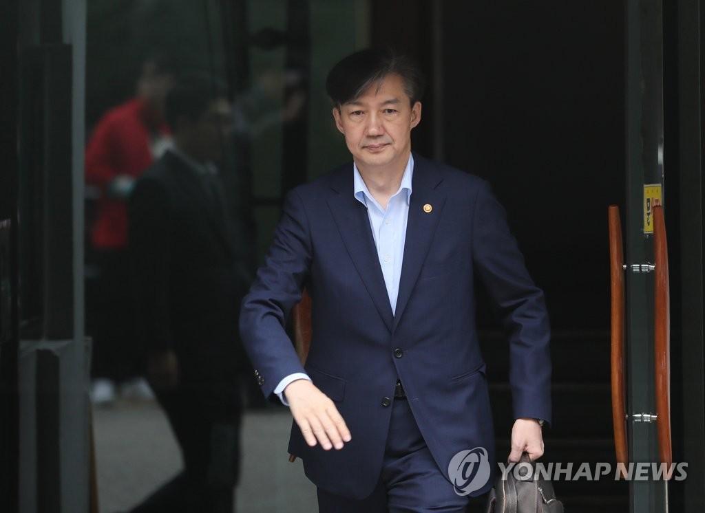 资料图片:法务部长官曹国 韩联社