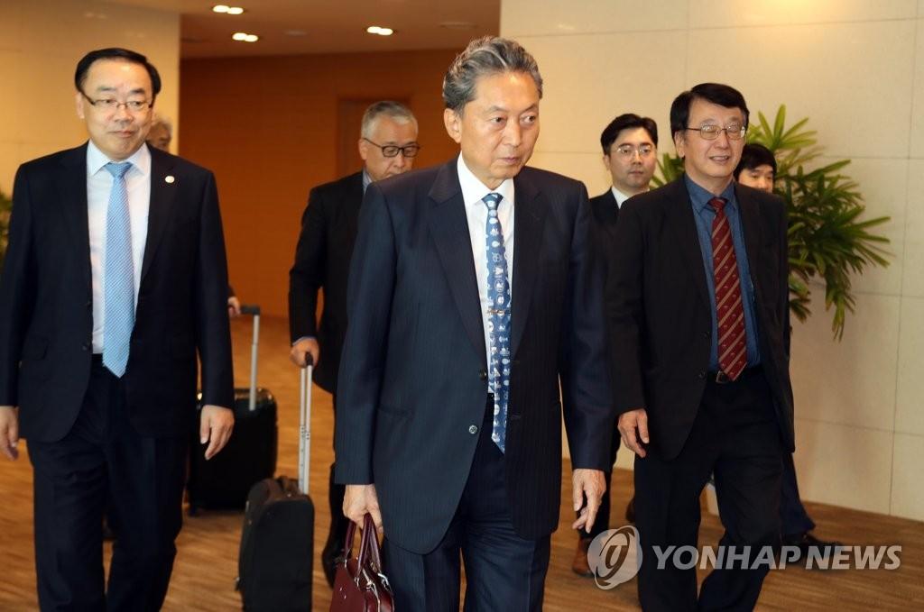 日本前首相鸠山由纪夫访韩 将参谒卢武铉墓
