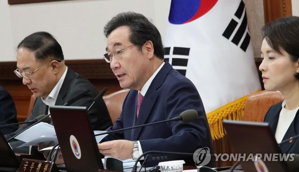 韩国国务总理李洛渊(中) 韩联社
