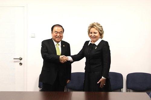 韩国议长会见俄联邦委员会主席