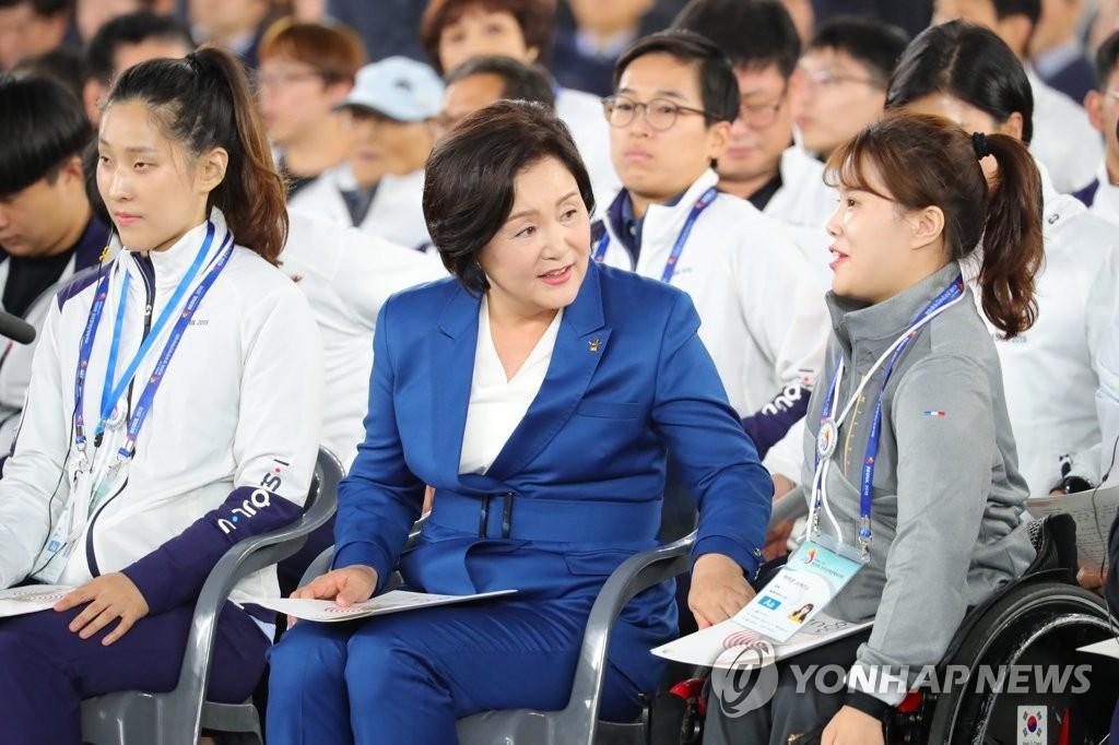 韩第一夫人出席全国残运会