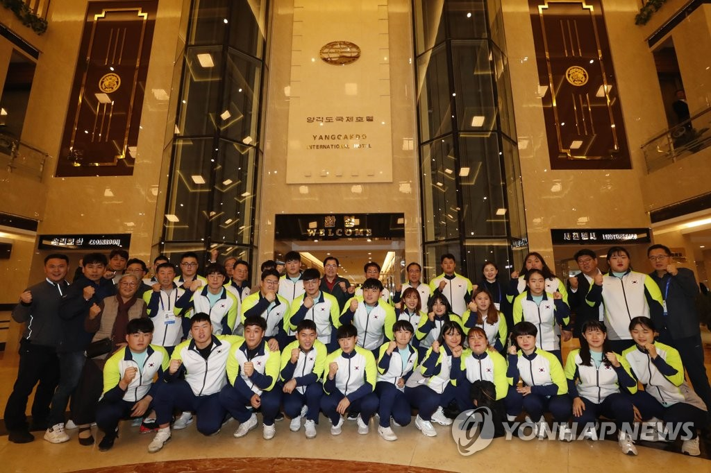韩国举重代表团抵朝