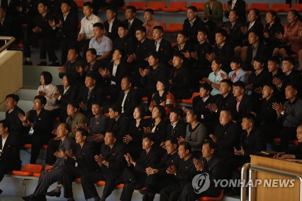 朝鲜市民加油助威