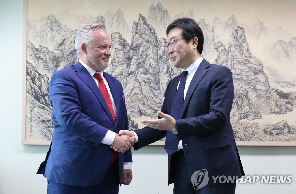 韩国对朝代表李度勋会见瑞典特使海斯泰特