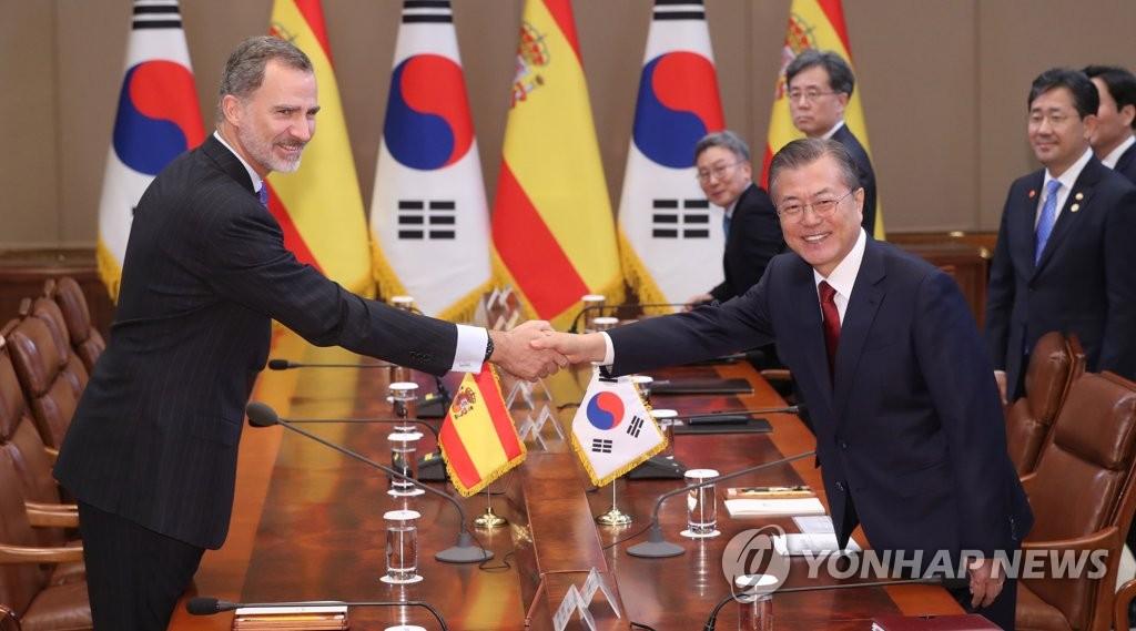 韩国总统文在寅会见西班牙国王费利佩六世