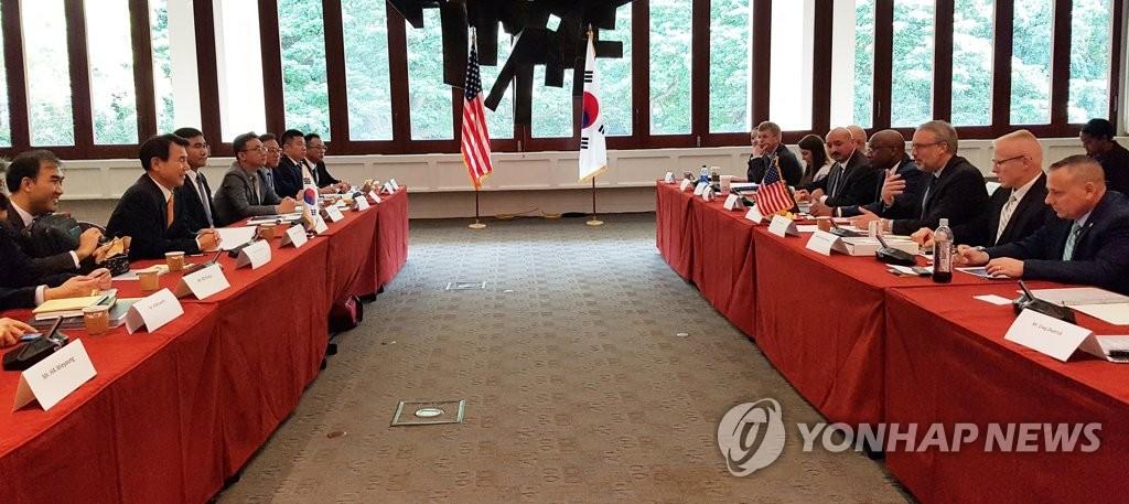 当地时间10月23日,在美国夏威夷檀香山,韩美为签署第11份防卫费分担特别协定举行第二轮谈判。 韩联社/外交部供图(图片严禁转载复制)