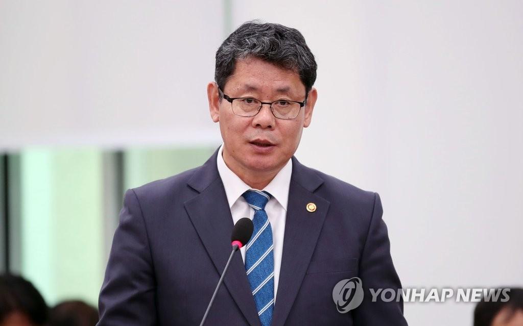 韩统一部长官会见金刚山旅游项目承办单位代表