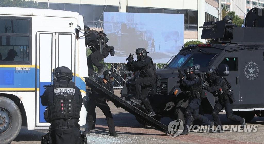 韩-东盟峰会上万警力防恐