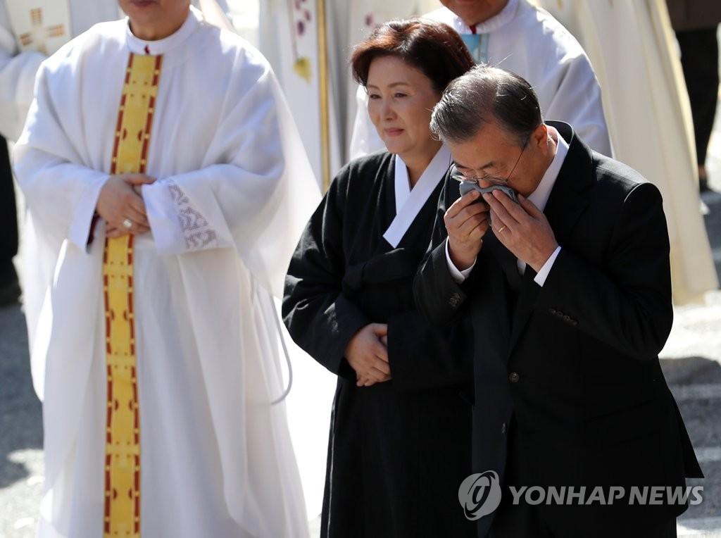 详讯:文在寅在母亲葬礼结束后返回首尔