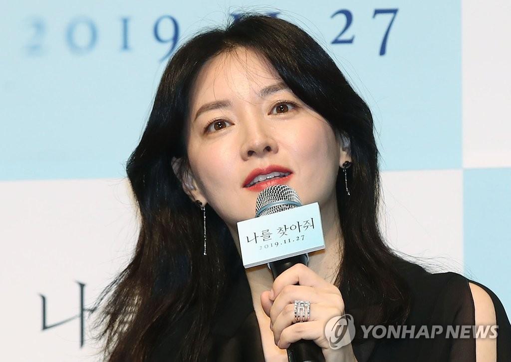 演员李英爱