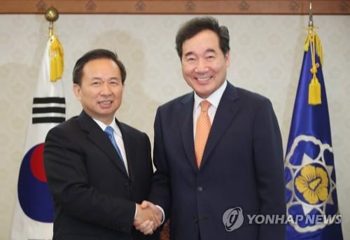 韩国总理李洛渊会见中国环境部长李干杰