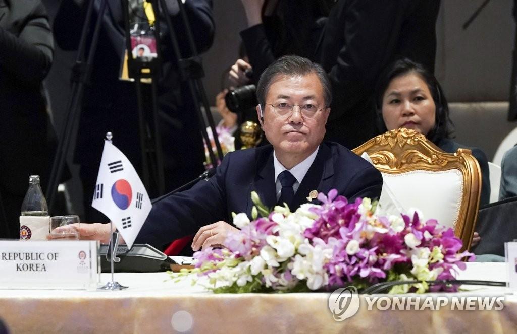 资料图片:2019年11月4日,在曼谷,韩国总统出席《区域全面经济伙伴关系协定》(RCEP)领导人会议。 韩联社