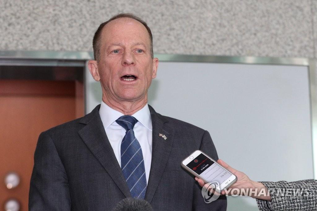11月6日,在首尔韩国外交部大楼,美国国务院主管亚太事务的助理国务卿史迪威答记者问。 韩联社