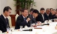 详讯:文在寅接见韩联社等亚通组织成员社代表
