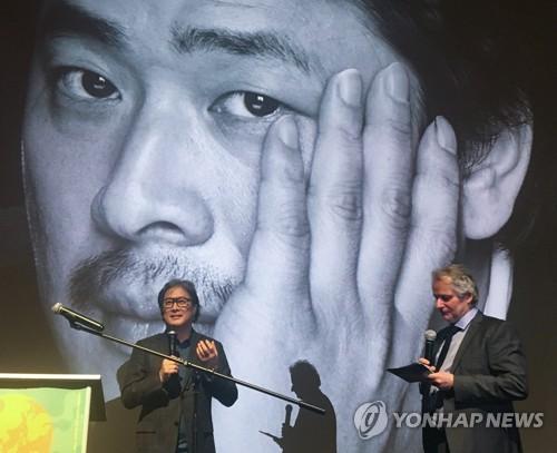 韩名导朴赞郁荣获挪威南方电影节名誉奖