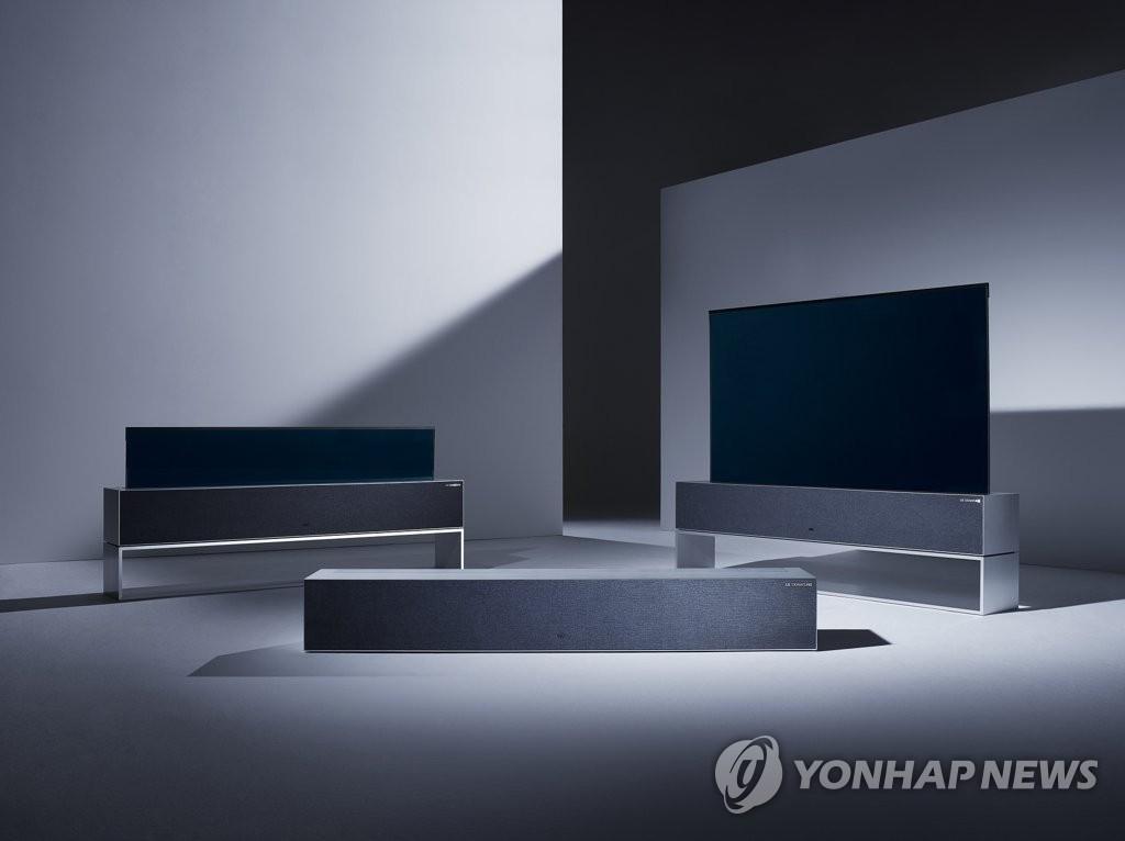LG卷曲式OLED电视玺印TV R 韩联社/LG电子供图(图片严禁转载复制)