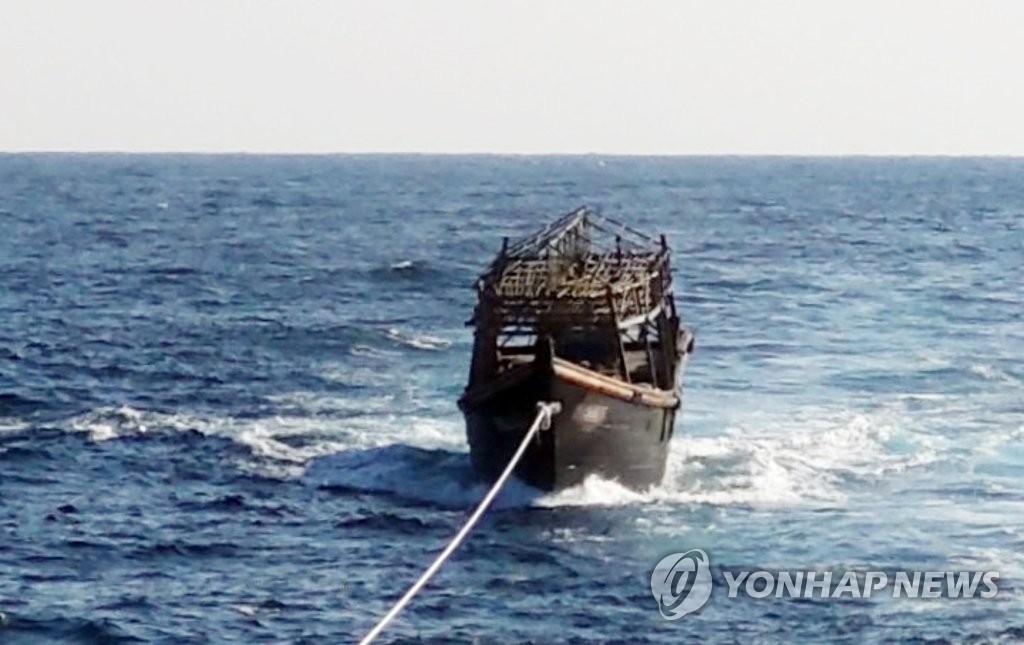 详讯:韩政府送回朝鲜杀人嫌犯偷渡船