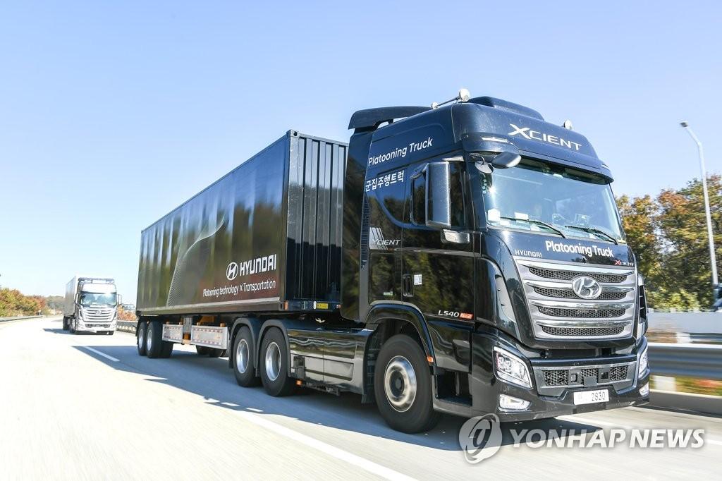 资料图片:现代汽车旗下氢能重卡XCIENT 韩联社