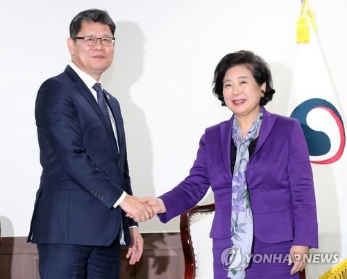 韩统一部长会见现代集团会长